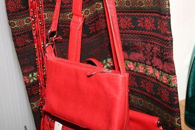 b8e31b161e2b7 vintage-rote-taschen-und-schal
