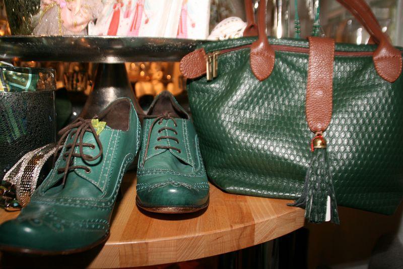 2114cdb3f6d30 vintage-taschen-gruenes-leder-genarbt. Vintage Tasche grünes Leder genarbt.  hirsch-tasche-herbst-mantel-secondhand-muenchen-fashionandfantasy